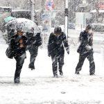 Ploi și ninsori în următoarele zile